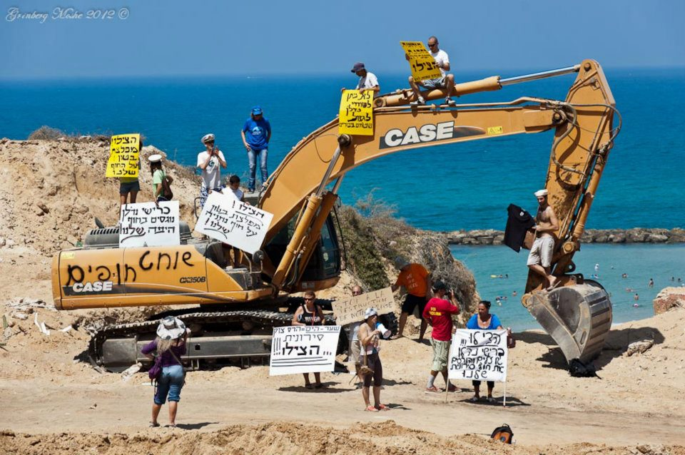 המאבק על חוף סירונית בנתניה